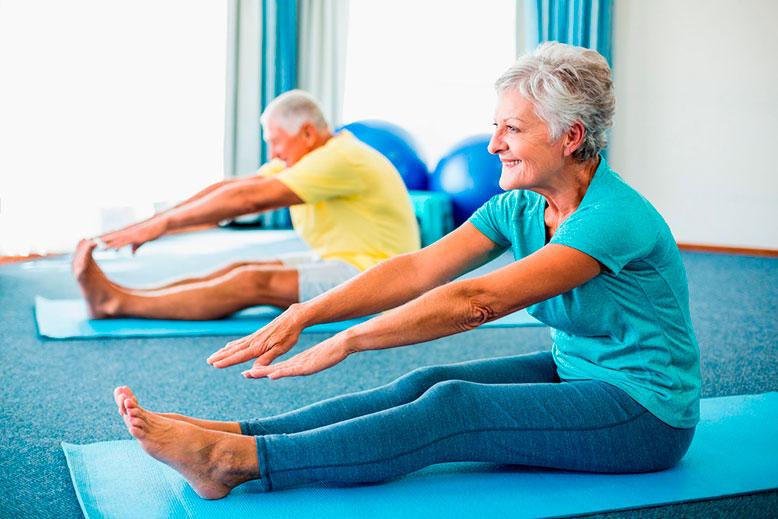 Ejercicios f sicos para pacientes con artritis ejercicio y deporte - Ejercicios yoga en casa ...