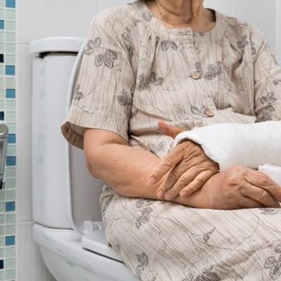 Cómo prevenir o aliviar el estreñimiento en las personas mayores