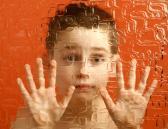 Niño con trastorno autista