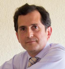 """Entrevista: Ángel Peralbo, psicólogo y autor del libro """"De niñas a malotas"""""""