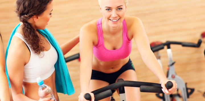 Chica realizando ejercicio aeróbico