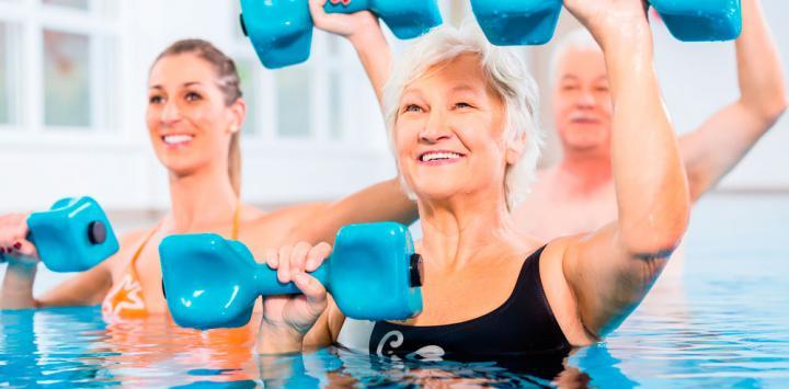 Los ejercicios acu ticos muy saludables para los mayores - Business plan piscina ...