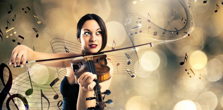 Una mujer toca el violín con un fondo de notas musicales