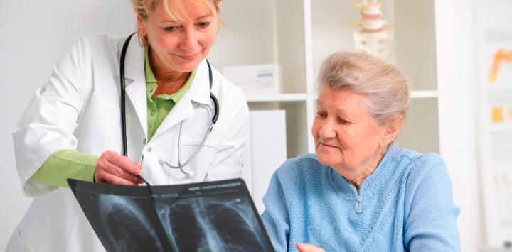 Romosozumab reduce las fracturas en mujeres con osteoporosis