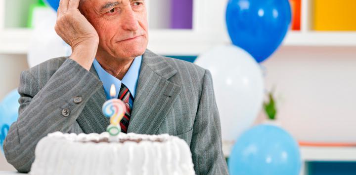 Anciano se siente sólo con riesgo de sufrir alzhéimer