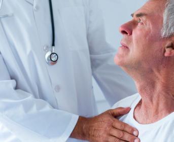 Mayor de 65 años padece una enfermedad crónica