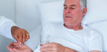 Paciente tomando fármacos después de un infarto