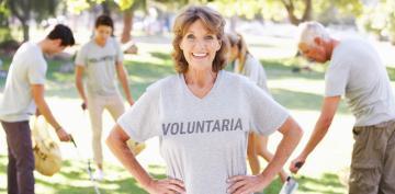 Vivir sola y ser voluntaria mejora la memoria de mujeres mayores