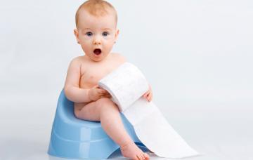 ¿A qué edad comienzan a usar el baño solitos?