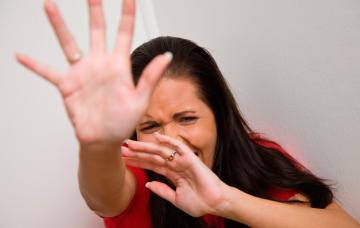 Mujer con una crisis de pánico