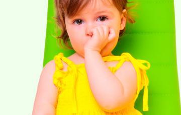 ¿Por qué mi hijo se chupa el dedo?
