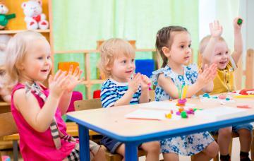 Niños riéndose en la guardería