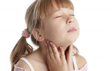 Niña con hipotiroidismo
