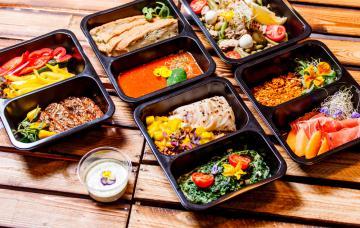Táperes con comida preparada
