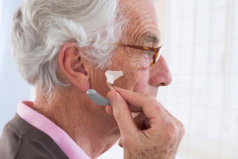 Audífonos: solución a la pérdida auditiva en personas mayores