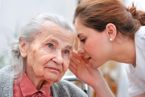 Señales que indican una pérdida de audición en el mayor