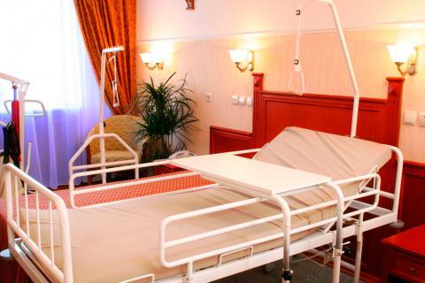 Tipos de camas para mayores planas articuladas y elevadoras for Tipos de cama