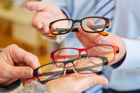 Tipos de monturas de gafas para mayores - Tercera edad