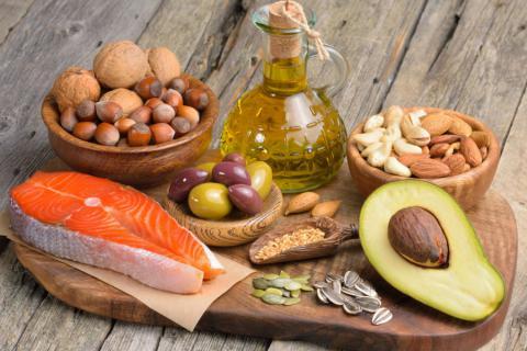 Alimentos de distintos tipos de grasas saludables