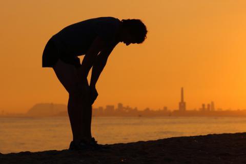 Deportista con síntomas del síndrome de sobreentrenamiento
