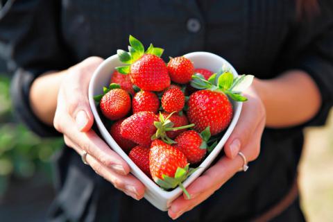Bol de fresas en form de corazón