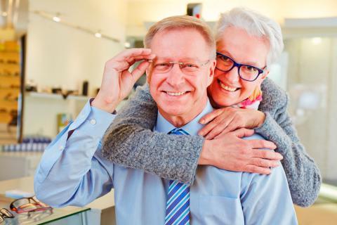 Gafas para mayores: cómo acertar en su elección - Tercera edad