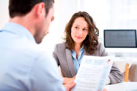 Chica afronta una entrevista de trabajo