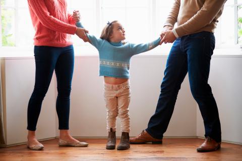 Padres reclaman a su hija