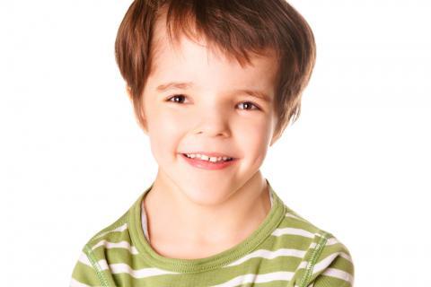 Niño con síndrome de Noonan
