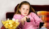 Ver la tele durante la comida fomenta la obesidad infantil