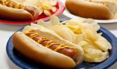 perrito caliente con patatas chips que aumenta el riesgo de disfunción eréctil