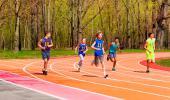 Adolescentes practicando ejercicio