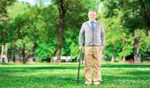 Los hombres mayores de 65 años pasean más tiempo que las mujeres a la misma edad