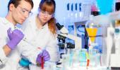 Investigadores en el laboratorio