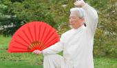 Anciano practicando taichi