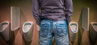Síndrome de la vejiga tímida: cuándo cuesta orinar en público