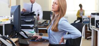 Levantarte cada media hora si trabajas sentado protege tu salud