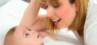 Descubren por qué las madres cantan a sus bebés