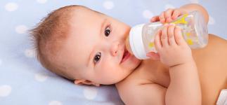 La inmunoterapia oral elimina la alergia a la leche de vaca en bebés