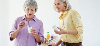 Comer yogur reduce el riesgo de osteoporosis en adultos mayores
