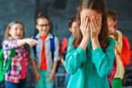 Niña sufriendo acoso escolar
