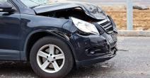 Coche destrozado en un accidente