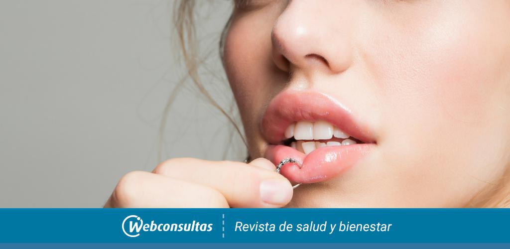 Como aplicar suero fisiologico en un piercing