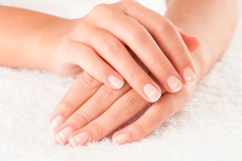 Manchas blancas en las uñas, ¿por qué aparecen realmente?