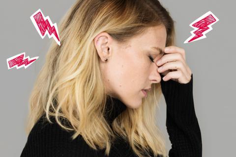 Mujer con problemas en el cuerpo por estrés