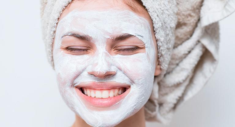 Crema corporal en la cara