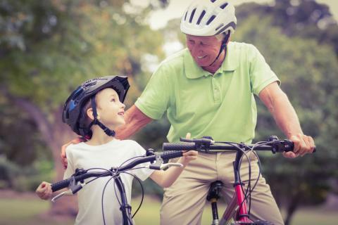 Ejercicio físico que los abuelos pueden practicar con los nietos