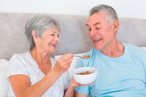 Dieta para combatir el estreñimiento en los adultos mayores