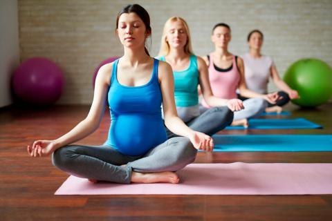 Resultado de imagen para yoga embarazo