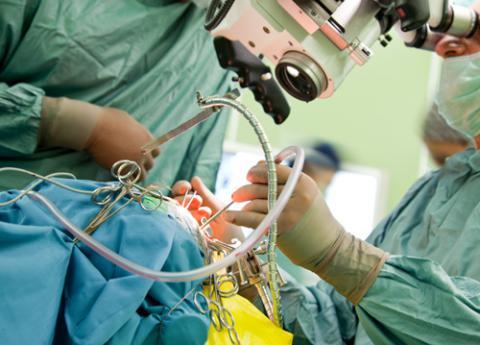Médicos tratando un ictus
